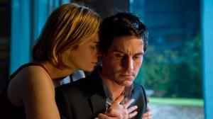 Michael Bogenschütz (Christoph Bach) hat massive Probleme mit seiner Firma, aber seine Frau (Rita Lengyel) steht zu ihm.