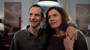 Paul Bogenschütz (Walter Schultheiß) besucht seine Tochter Marianne und ihren Mann in Berlin (Ulrike Folkerts und Harvey Friedman).