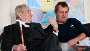Walter Schultheiß (Paul Bogenschütz) mit Regisseur Hannes Stöhr.
