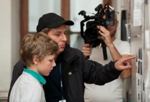 Regisseur Hannes Stöhr mit Justus Dieffenbacher (Johann Bogenschütz)