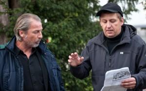 Stefan Hallmayer (Matthias Bogenschütz) mit Regisseur Hannes Stöhr.