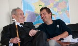 Walter Schultheiß (Paul Bogenschütz) mit Autor und Regisseur Hannes Stöhr.